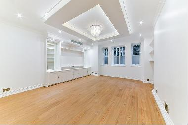 A five bedroom family apartment with access to communal gardens.
