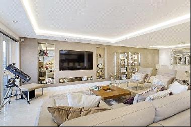 A wonderful three bedroom penthouse apartment of 2228sq ft with private roof terrace and p