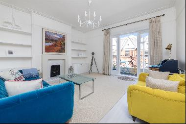 A 3 bedroom flat for sale on Antrim Road, NW3.