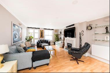 A 3 bedroom mews house for sale on Elnathan Mews, W9.