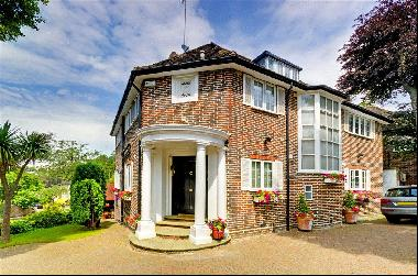 An imposing double-fronted detached 6 bedroom house for sale in Hampstead, NW3