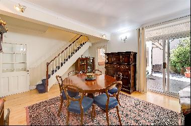 A particularly attractive 5 bedroom house for sale in Pimlico, SW1