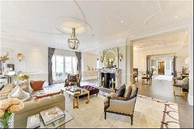 Incredible 5 bedroom penthouse apartment with roof terrace for sale in Hyde Park W2