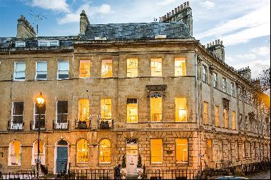 An outstanding Grade I listed Georgian townhouse in a prestigious central Bath location.