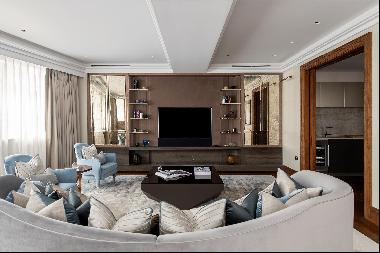 A bright and spacious 3 bedroom apartment in the heart of Mayfair.