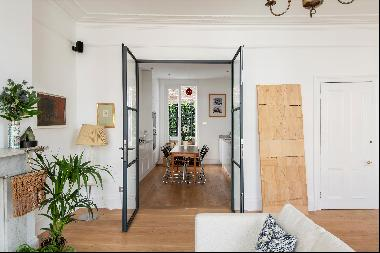 A stylish and immaculately presented two bedroom maisonette with its own street entrance.