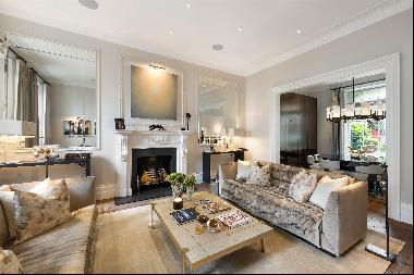 Immaculately presented duplex apartment and mews house with four bedrooms, private front d