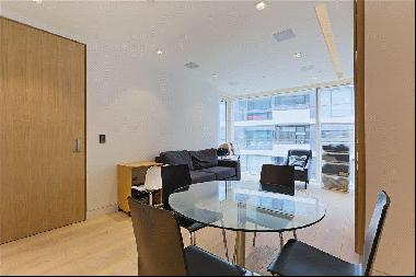 A modern 1 bedroom apartment for sale in One Tower Bridge, SE1