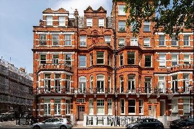 A modern two bedroom apartment with outside space in Egerton Gardens, SW3