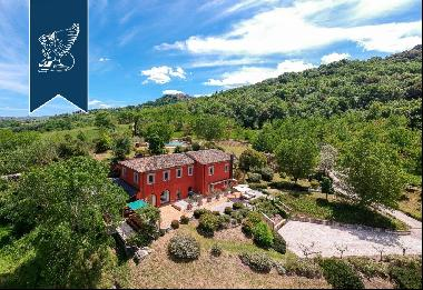 Charming estate in a modern style with a park and pool in the province of Perugia