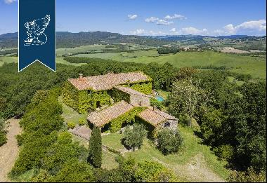 Refined complex with 100 hectares of grounds among Siena's sweet rolling hills