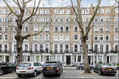 A modern one bedroom apartment for sale in Beaufort Gardens, SW3