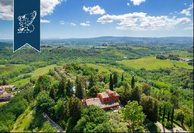 Finely-renovated luxury estate near Florence and Siena