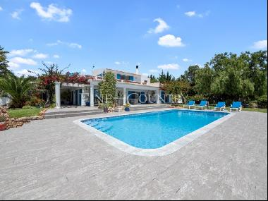 Carvoeiro - Traditional 4-bedroom villa with pool and stunning sea views