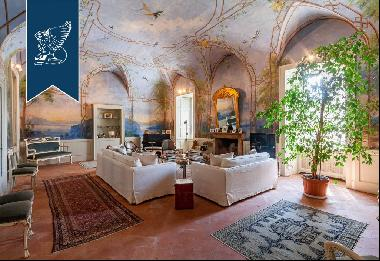 Prestigious period estate of huge historical value in a lovely Lombard village