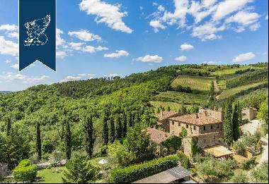 Charming estate for sale in the heart of the most authentic Tuscany