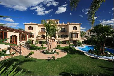 Exceptional mansion in sought-after Residential Development