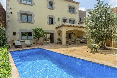 Excellent Townhouse with swimming pool in Begur recently renovated