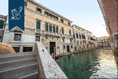 Prestigious period home in the mafic of the most exclusive Venetian atmosphere