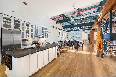 First time on the market: Trophy Penthouse with direct Hudson river views and a large land