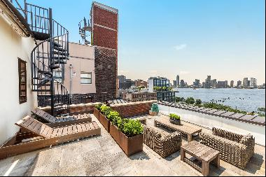 Glamourous Penthouse with perfect river views from all rooms, including the lavish terrace