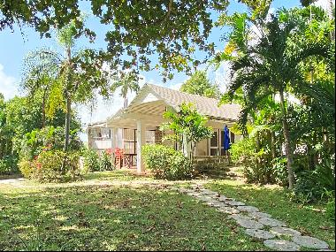 Enchanting property with 3 bedroom residence, 3 bedroom cottage and  1 bedroom annex set i