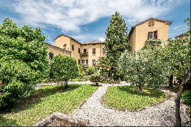 Beautiful apartment for sale in a historic Palazzo in the city centre of Lucca.