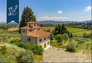 Luxury villa in a perfect Tuscan style on the outskirts of Florence