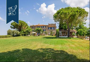 Luxury property with wonderful Morellino vineyards and olive groves in Tuscan Maremma