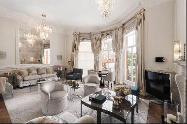 A luxurious two bedroom apartment with a lift and outside space in Pont Street, SW1X