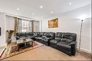 Three bedroom apartment for sale in Marylebone W1