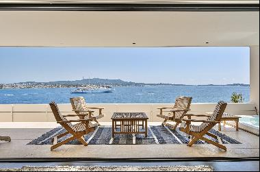 Sanary-sur-mer, waterfront Contemporary House with pool