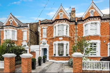 Exceptional 5 bedroom property for sale in the Toast Rack