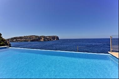 Unique first line villa with unrivalled sea views in Cala Moragues