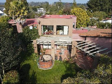 Great opportunity. Spectacular house overlooking the golf course