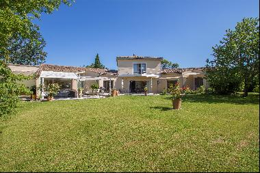 Charming property for sale in the Vaucluse, in the  village of Sablet, in a quiet area, on