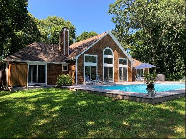 Rental registry # 20-614. So close to the center of East Hampton Village, and easily withi