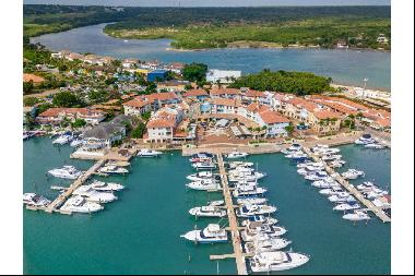 Plaza Marina # 13 - Vibrant Marina-front Abode in Move-In Condition