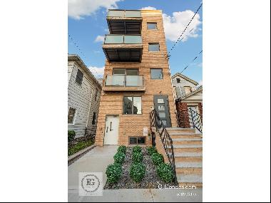 4 Family building right in the heart of Midwood. Bring your entire family to live together