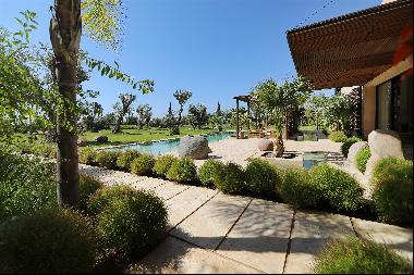 Contemporary villa offering seven suites, set on a plot of 10,000 sq m in the Palm grove o