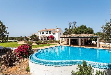 Exclusive traditional-style finca with pool