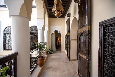 Traditional riad, with an area of 251 sq m, offering three suites.