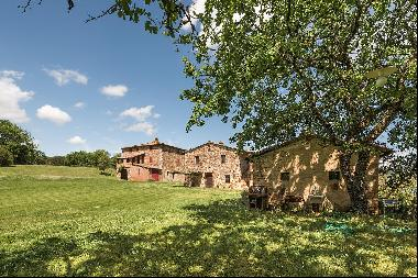 Agriturismo farm in the countryside of Pari, between the coast and Siena.