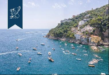 Wonderful property dropping sheer down to the sea in the bay of Conca dei Marini
