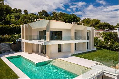 Newly constructed villa with sea views.