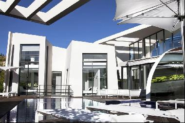 For sale in Ramatuelle, a Luxurious architect-designed home.