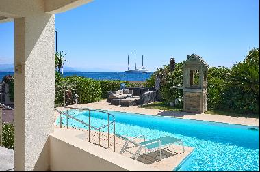 For sale, a luxury seafront property in Cap d'Antibes - panoramic sea views