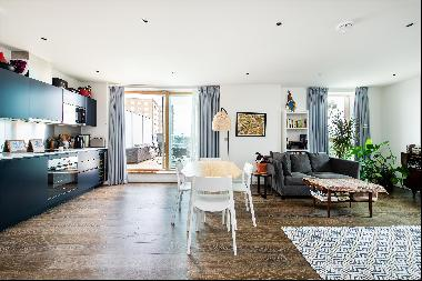 An exceptional two bedroom apartment with a private terraces and underground parking in Qu