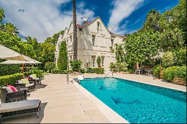 Elegant home for sale in Cannes Californie in a peaceful residential neighbourhood with ex