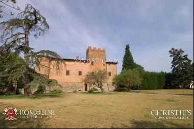 Tuscany - CASTLE FOR SALE BETWEEN FLORENCE AND SIENA